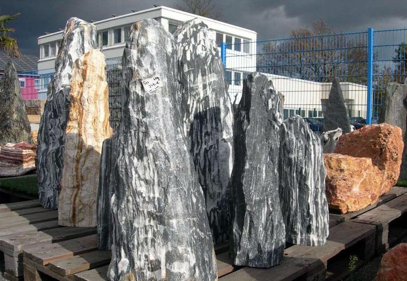 Große Findlinge Für Garten findlinge, natursteine für den garten in großer auswahl bei mabah in