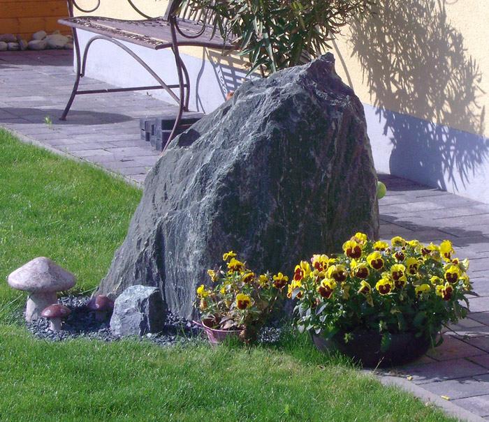 Findlinge natursteine f r den garten in gro er auswahl - Natursteine fur garten ...